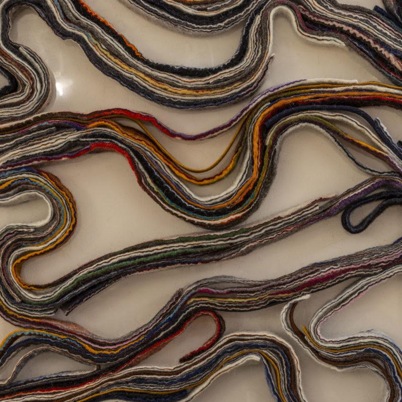"""""""Stripes- dettaglio"""", lane Bergschauf e tessuto, feltro ad acqua e ad ago, 200 cm x 100cm x4cm, 2019, copyright Marilù Cecchini, fotografia Riccardo Pieroni"""
