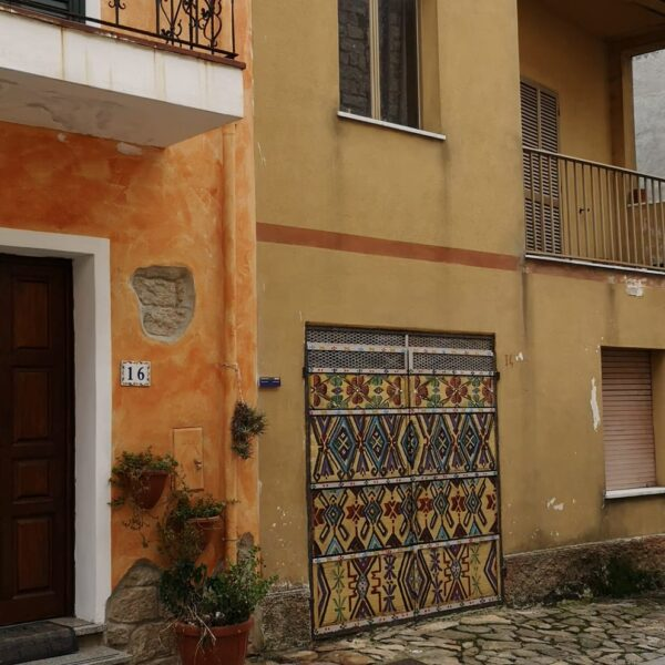 AA Aperto, textile works along the streets of Aggius, ph.credit Chiara Marci