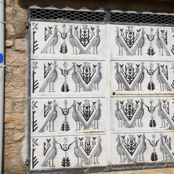 AAAperto, opere tessili lungo le vie di Aggius, ph.credit Chiara Marci