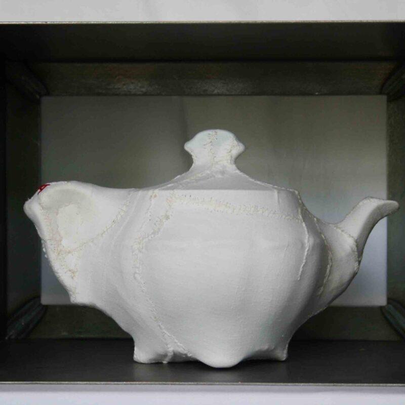 """Ketty Tagliatti, """"Still life"""", pannolino, ceramica, ferro, 34x26x23 cm"""