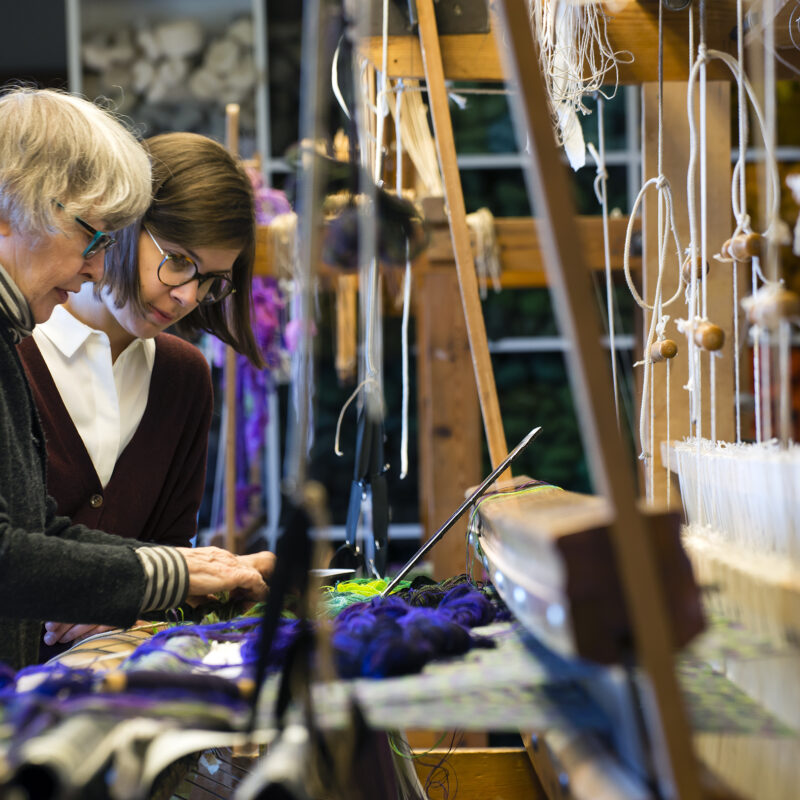 Helena begins Weaving with Frida, photo Pär K. Olsson, copyright Helena Hernmarck
