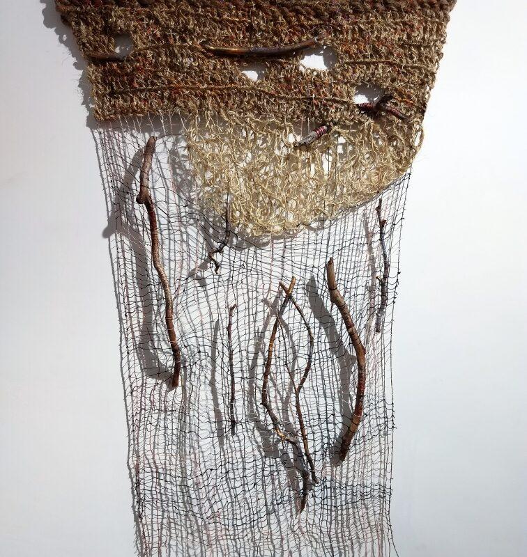 """Serie """"Dreamcatcher"""", """"Branches of Memory"""", 2020, cm.80x137, corde lavorate a uncinetto e ricamate a mano, tessitura a mano, found objects (frammenti di legno dipinti a mano o avvolti di fili)"""