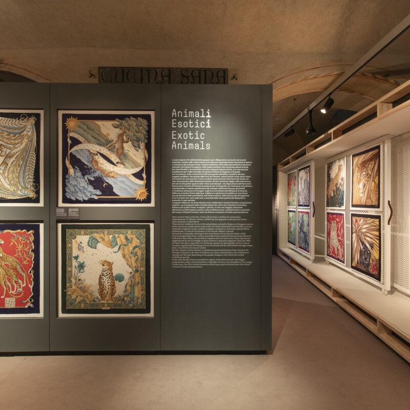 Sezione 6 |Animali esotici - Salvatore Ferragamo, Dromedario, collezione autunno/inverno 1972-1973, foulard in cotone. Firenze, Museo Salvatore Ferragamo