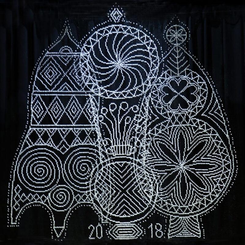 Ingrīda Sūna (1954). Ornamentos resplandecientes/ Flashing patterns. 2017