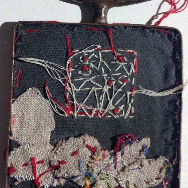 MU, 2015, mini arazzo montato su scatola d'argento, tessuti dell'artista, fili per ricamo, ecopelle cm.5x5, photo credit B.Stavel