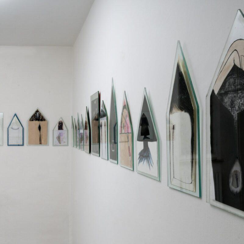 """"""" corpo-casa"""" disegni, vetro, 2015/2021 ph  Luca Trauzzola 2015"""
