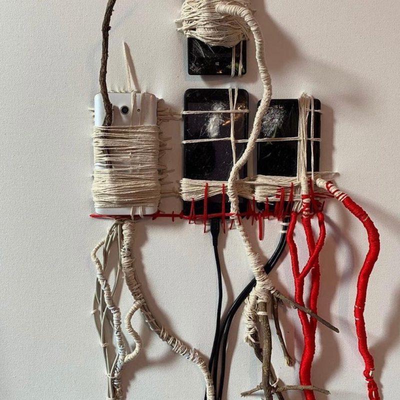 Body, 2018, telefoni con rami e wrapping