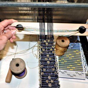 12 - Tessitura a telaio di un bracciale - della RoCa design